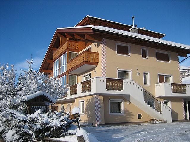 Apartments etruska demetz ugo in s cristina val gardena for Cristina woods apartments