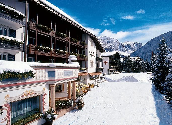 Hotel tyrol in selva val gardena for Design hotel val gardena